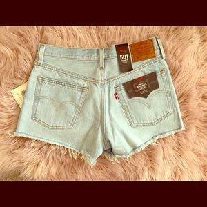 NWT LEVIS 501 CUT OFF SHORTS 🔥🔥🔥